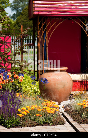 LOROS Hospice Garden of Light and Reflection at 2011 Hampton Court Palace Flower Show, UK - Stock Photo