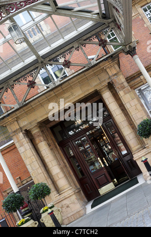 The rear and often used Melcombe Place entrance to the Landmark Hotel in Marylebone. - Stock Photo