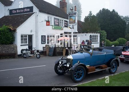 Bull None Morris Car at The barley Mow Tilford Surrey -1 - Stock Photo