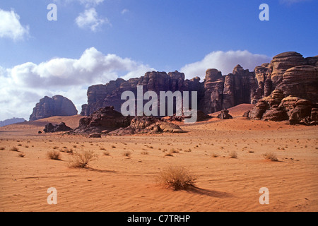Sand stone cliff, Wadi Rum, Jordan - Stock Photo