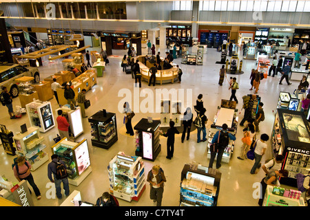 Qatar, Doha airport. Duty free shop area - Stock Photo
