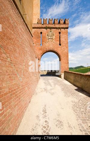 Italy, Piedmont, Langhe, Barolo, Castello Falletti di Barolo - Stock Photo