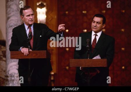 US President George Bush pays a state visit to Egypt for talks with Egyptian President Hosni Mubarak - Stock Photo