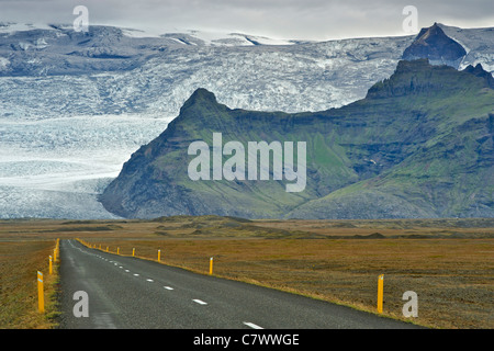 The Icelandic ring road and slopes of Iceland's highest mountain Hvannadalshnúkur (2110m), part of the Oraefajokull - Stock Photo