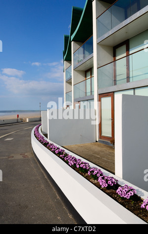 The award winning Nautilus apartments by the architect Guy Greenfield at the seafront of the seaside resort of Westward - Stock Photo