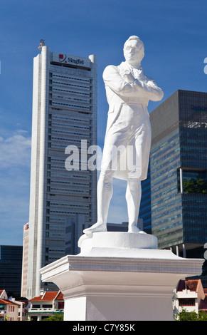 Sir Thomas Stamford Raffles Statue, Singapore - Stock Photo