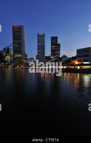 Restaurants on Boat Quay Singapore river at night. - Stock Photo