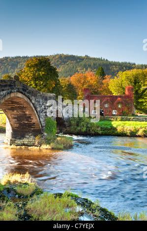 Pont Fawr, Tu Hwnt I'r Bont Tearooms & River Conwy, Llanrwst, Conwy, Snowdonia, North Wales, UK - Stock Photo