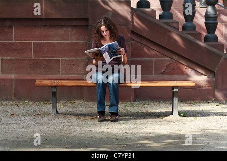 Women reading a city guide in Frankfurt. - Stock Photo