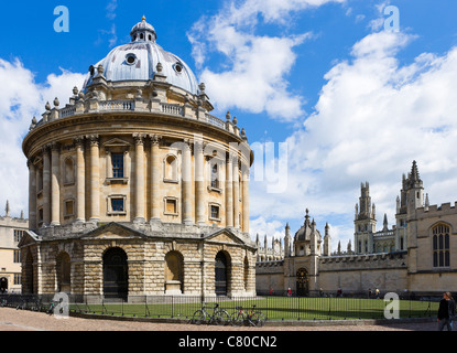 The Radcliffe Camera (home to Radcliffe Science Library) with All Souls College behind, Radcliffe Square, Oxford, - Stock Photo