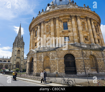 The Radcliffe Camera with University Church of St Mary the Virgin behind, Radcliffe Square, Oxford, UK - Stock Photo