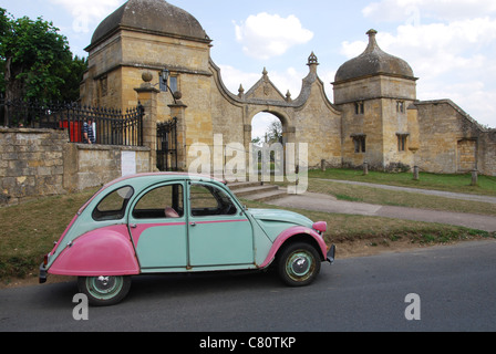 entry gates to Campden House in Chipping Campden Gloucestershire UK - Stock Photo