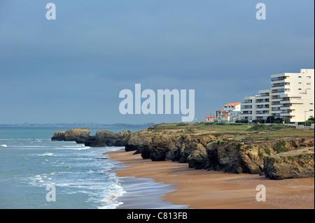 Holiday resort with apartments and rocky coastline at Saint-Hilaire-de-Riez, La Vendée, Pays de la Loire, France - Stock Photo