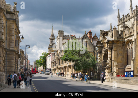 High Street with University Church of St Mary the Virgin & Brasenose College on the right, Oxford, Oxfordshire, - Stock Photo