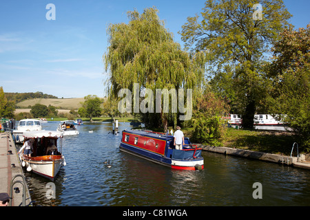 Boats on the River Thames at Mapledurham Lock near Reading, Berkshire. - Stock Photo