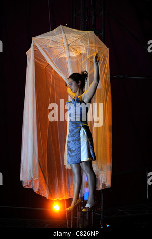 Tightrope performer Vanina Fandino rehearsing with the Nofitstate Circus on tour in South Wales UK - Stock Photo