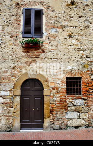 Old Italian house in Tuscany - Stock Photo