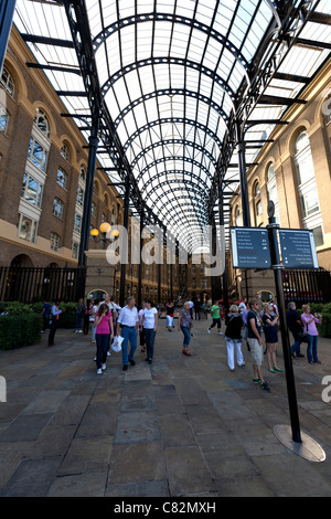 Hay's Galleria on the Jubilee Walk in the London Borough of Southwark situated on the south bank of the River Thames - Stock Photo