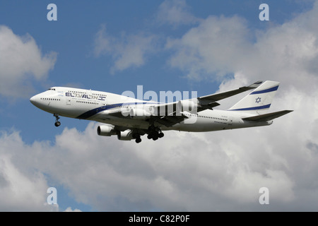 El Al Israel Airlines Boeing 747-400 on approach - Stock Photo