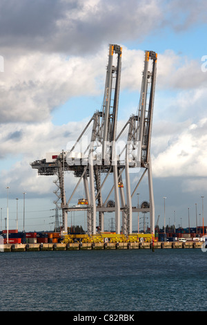 Two cranes stand idle at the Southampton Container Port, Southampton Water, Southampton, Hampshire, England, UK. - Stock Photo