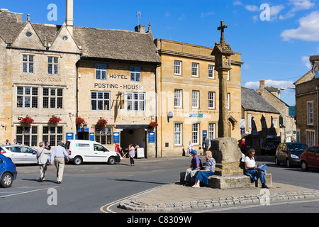 Market Square looking towards the Hotel Posting House and the Kings Arms pub, Stow-on-the-Wold, Gloucestershire, - Stock Photo