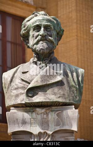 Giuseppe Verdi bust outside Palermo Opera House, Teatro Massimo, Piazza Giuseppe Verdi, Palermo, Sicily, Italy - Stock Photo