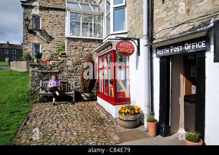 Reeth village Post Office Swaledale Yorkshire UK - Stock Photo