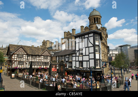 MANCHESTER city centre, EXCHANGE SQUARE, OLD WELLINGTON PUB AND SINCLAIRS OYSTER BAR - Stock Photo