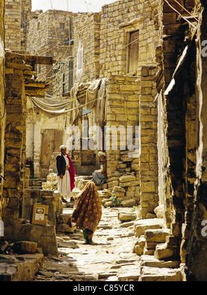 Narrow street scene in the ancient city of Thula, Yemen - Stock Photo