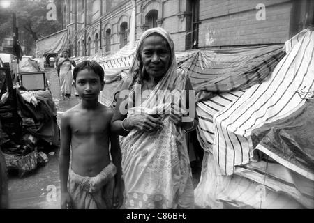 Homeless people living on the streets of Kolkata (Calcutta) India - Stock Photo