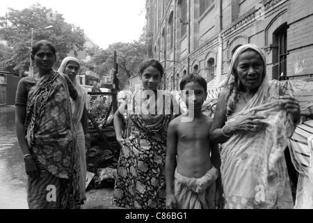 A homeless family on the streets of Kolkata (Calcutta), India - Stock Photo