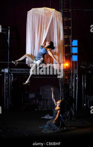 Tightrope performer Vanina Fandino rehearsing with her sister Natalia Fandino (below) for the Nofitstate Circus - Stock Photo
