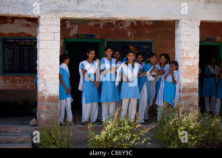 Indian Hindu schoolchildren at state school at Kaparda village in Rajasthan, Northern India - Stock Photo