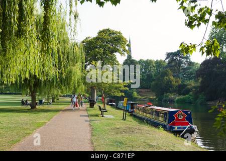 People walking along the banks of the River Avon, Stratford-upon-Avon, Warwickshire, England, UK - Stock Photo