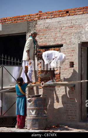 Men and women work on construction site in Jawali village in Rajasthan, Northern India - Stock Photo