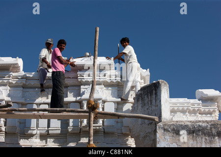 Indian builders working on a new building in Narlai village in Rajasthan, Northern India - Stock Photo