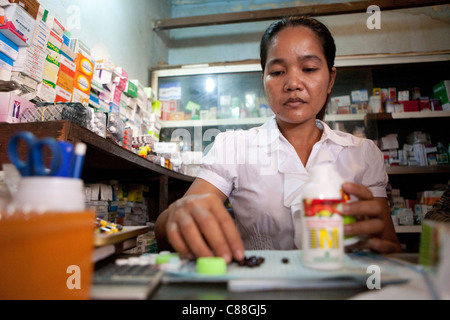 A pharmacist fills prescriptions in Phaav (Ph'av) Cambodia, SE Asia. - Stock Photo