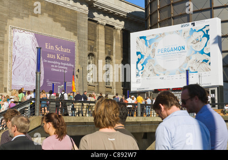 visitors queuing in front of the Museum 'Pergamonmuseum' at 'Museum Island', Mitte, Berlin, Germany, Europe - Stock Photo