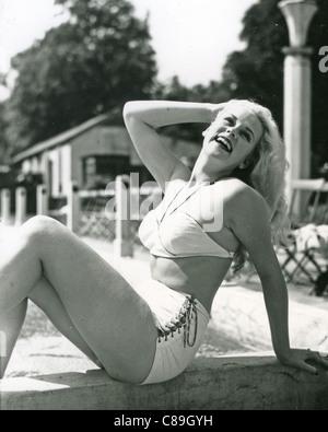 PATTI MORGAN (CHAMOUN) 1928-2001 - Australian-born fashion model and film actress at Roehampton Lido in 1948 - Stock Photo