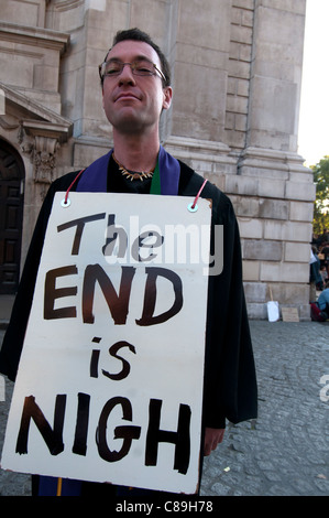 Occupy London. Man with sandwich boards saying 'The End is nigh ' in front of St Paul's - Stock Photo