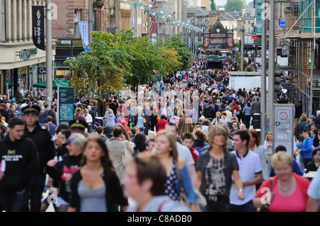 Buchanan Street in Glasgow city centre on a busy shopping day. - Stock Photo