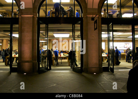 Apple store in Covent Garden, London at night - Stock Photo