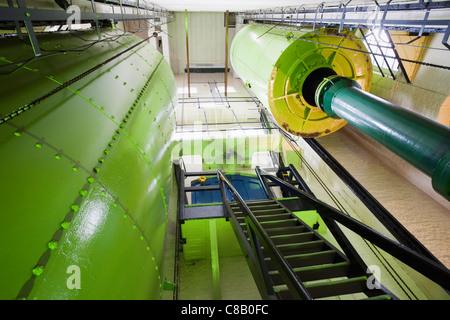 England, London, Tower Bridge, Engine Room, Accumulator for storing Hydraulic Power - Stock Photo