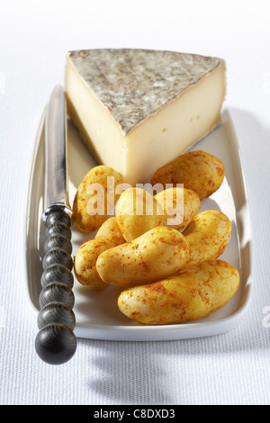 Spicy Touquet Ratte potatoes with Saint-Nectaire - Stock Photo