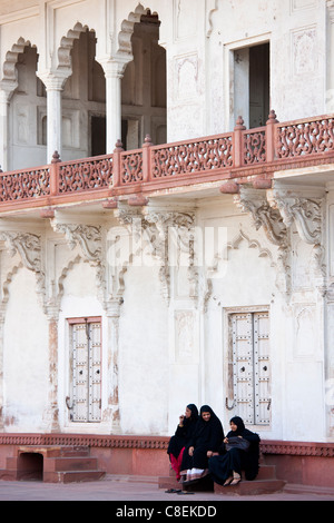 Muslim family group at Khas Mahal Palace built 17th Century by Mughal Shah Jehan for his daughters inside Agra Fort, - Stock Photo