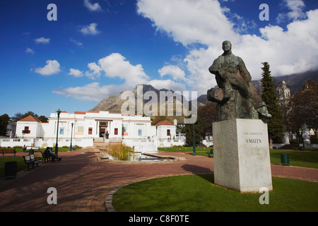 Jan Smuts statue in front of National Gallery, Company's Gardens, City Bowl, Cape Town, Western Cape, South Africa - Stock Photo