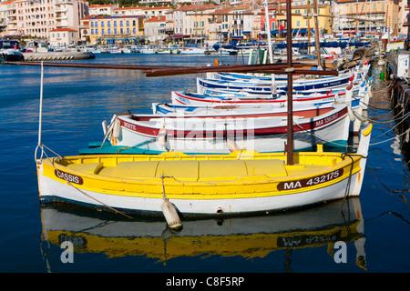 Cassis, France, Europe, Côte d'Azur, Provence, Bouches-du-Rhône, town, city, houses, homes, harbour, port, boats - Stock Photo