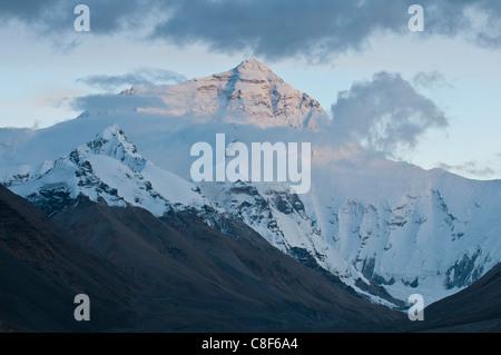 Mount Everest (Mount Sagarmatha, Zhumulangma Peak, the world's highest mountain, 8,848 metres above sea level, Tibet, - Stock Photo