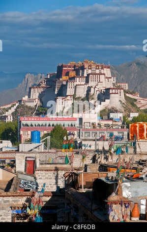 The Potala Palace former chief residence of the Dalai Lama, UNESCO World Heritage Site, Lhasa, Tibet, China - Stock Photo