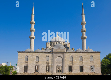 People in front of the Yeni Cami (New Mosque, Eminonu, Istanbul, Turkey - Stock Photo